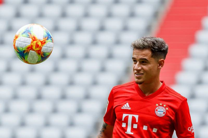 coutinho practicing in bayern shirt