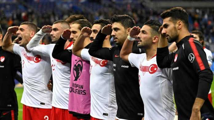 Turkish military salute from soccer players