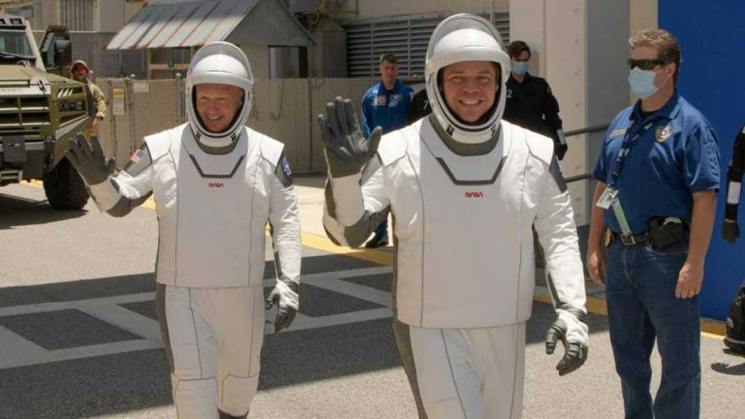 Spacex Space Suits Get A Quot5 Starquot Rating From Astronauts.jpg