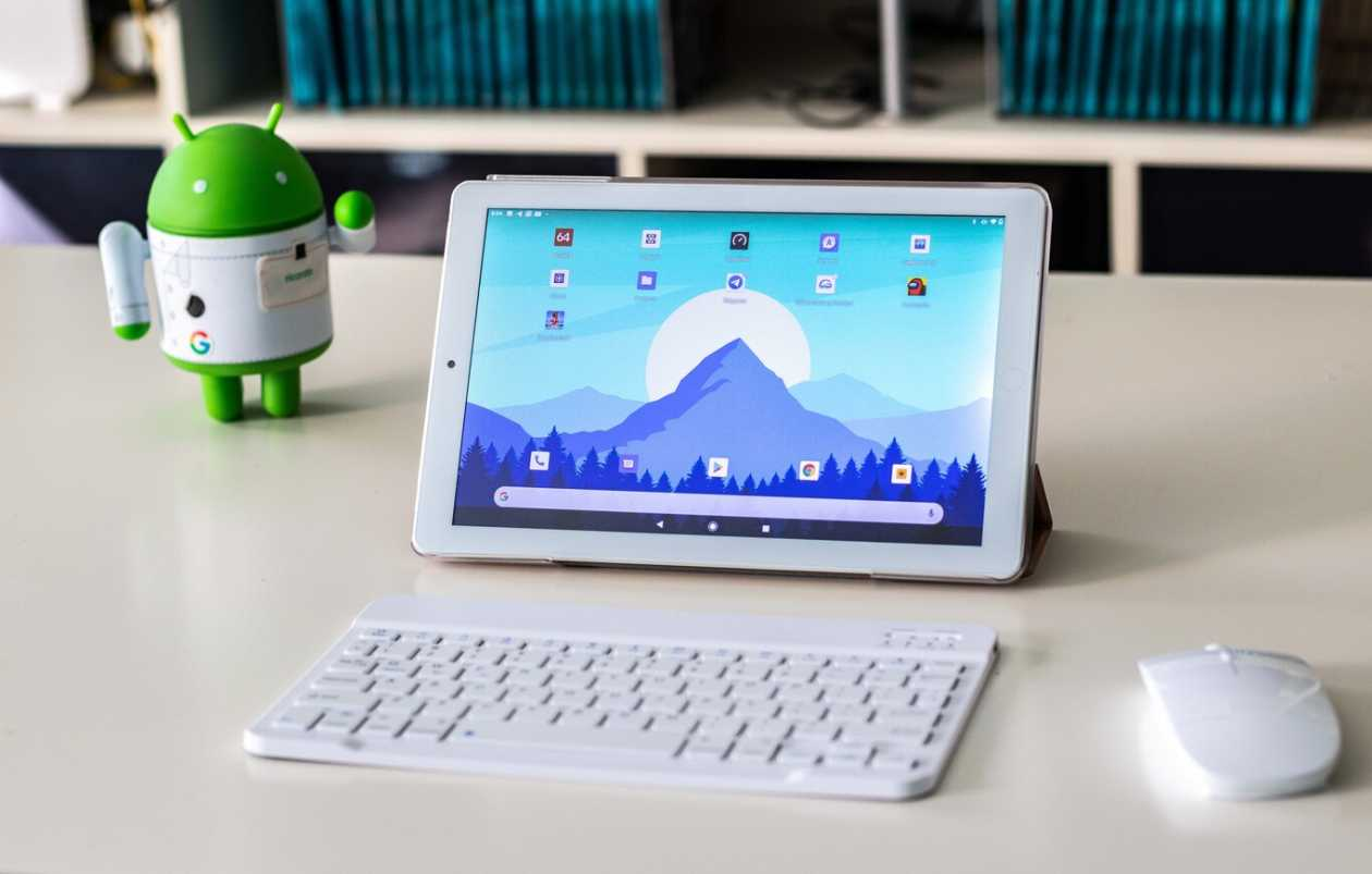 Amazon's best-selling tablet costs less than 100 euros, it comes with a keyboard and mouse: we have tested it