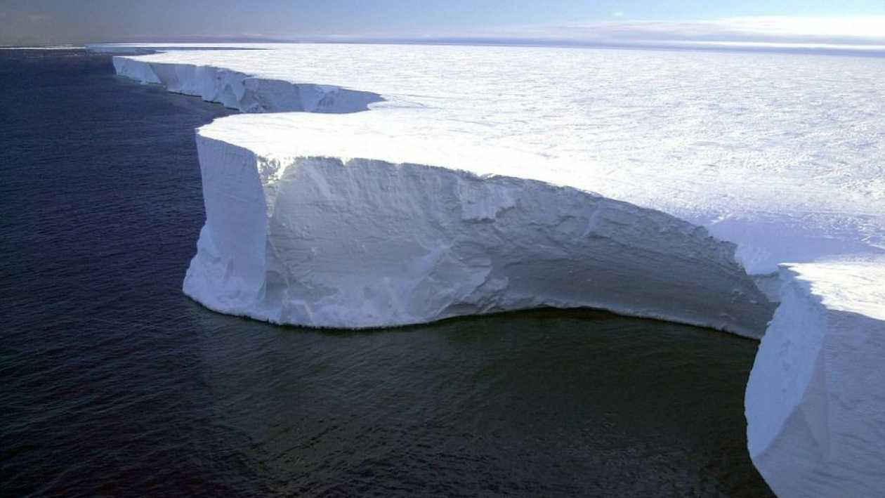 This year, an iceberg larger than Rome could break away from Antarctica