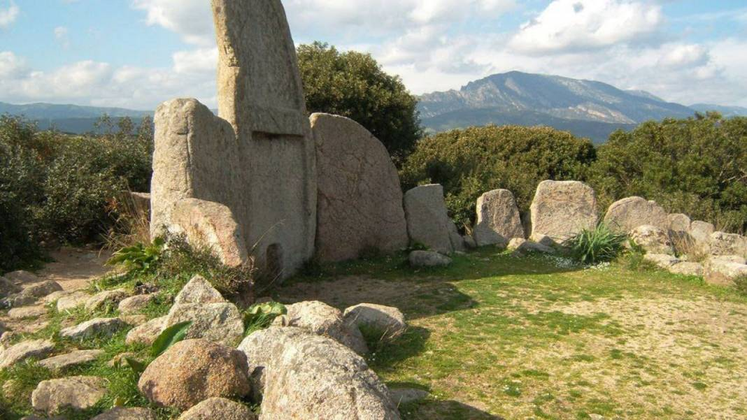 Tombs of the giants: a majestic Sardinian attraction that has its roots in the Nuragic age