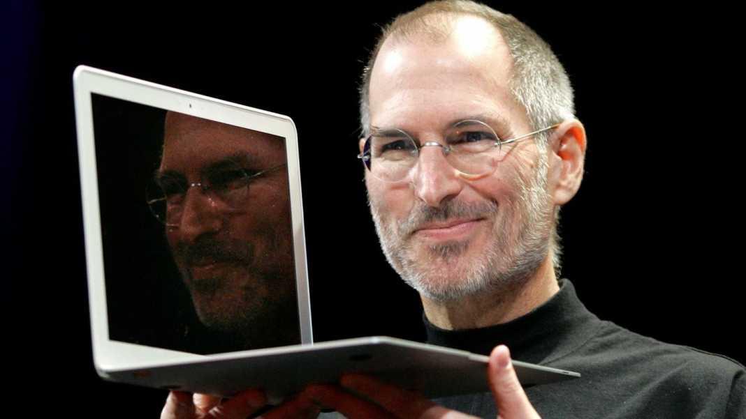 Steve Jobs Macbook Air.jpg