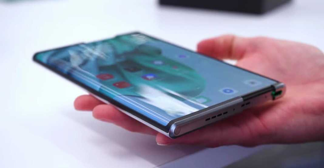 OPPO's roll-up phone can be seen on video showing its operation