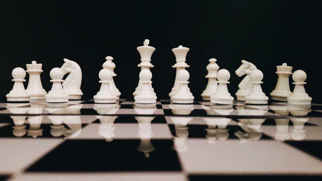 fail dell algoritmo youtube bannato canale scacchi il bianco attacca nero v3 501187.jpg