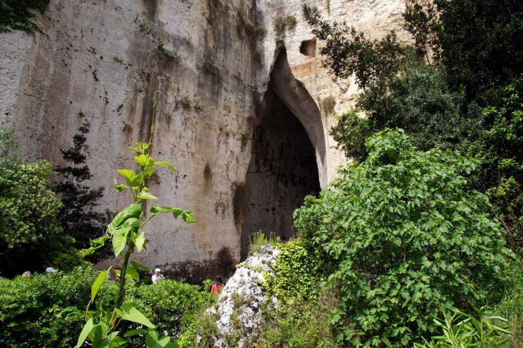 l orecchio dionisio grotta siciliana prestare attenzione bisbiglio v3 501035.jpg