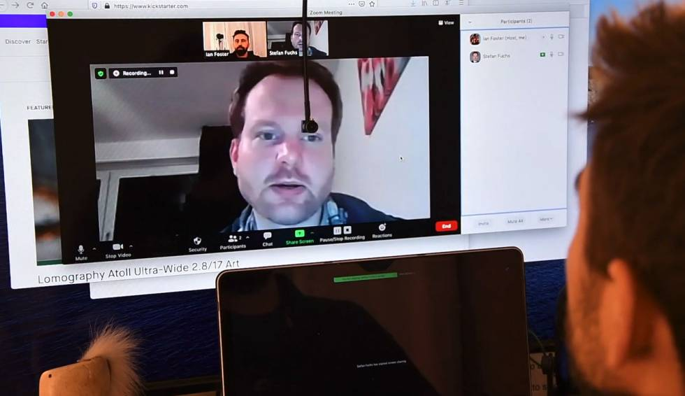 Center Cam, the perfect 'webcam' to look into the eyes in all video conferences