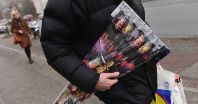 0 new years fireworks sales begin.jpg