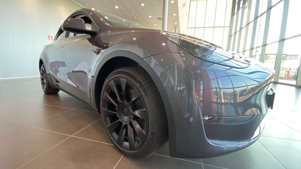 The wheels of the Perfomance model are fitted with eye-catching 21 '' Überturbine wheels that are especially eye-catching in matte black.