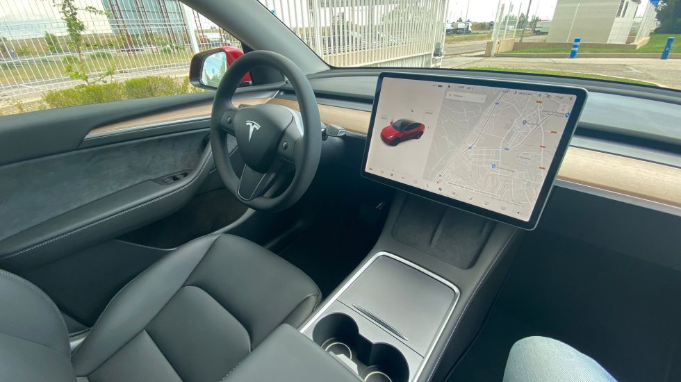 We will continue to have the options of hiring the improved autopilot for € 3,800 or opting for total autonomous driving that increases its price to € 7,500.  We will see if soon Tesla offers a flat rate to its users for this service.
